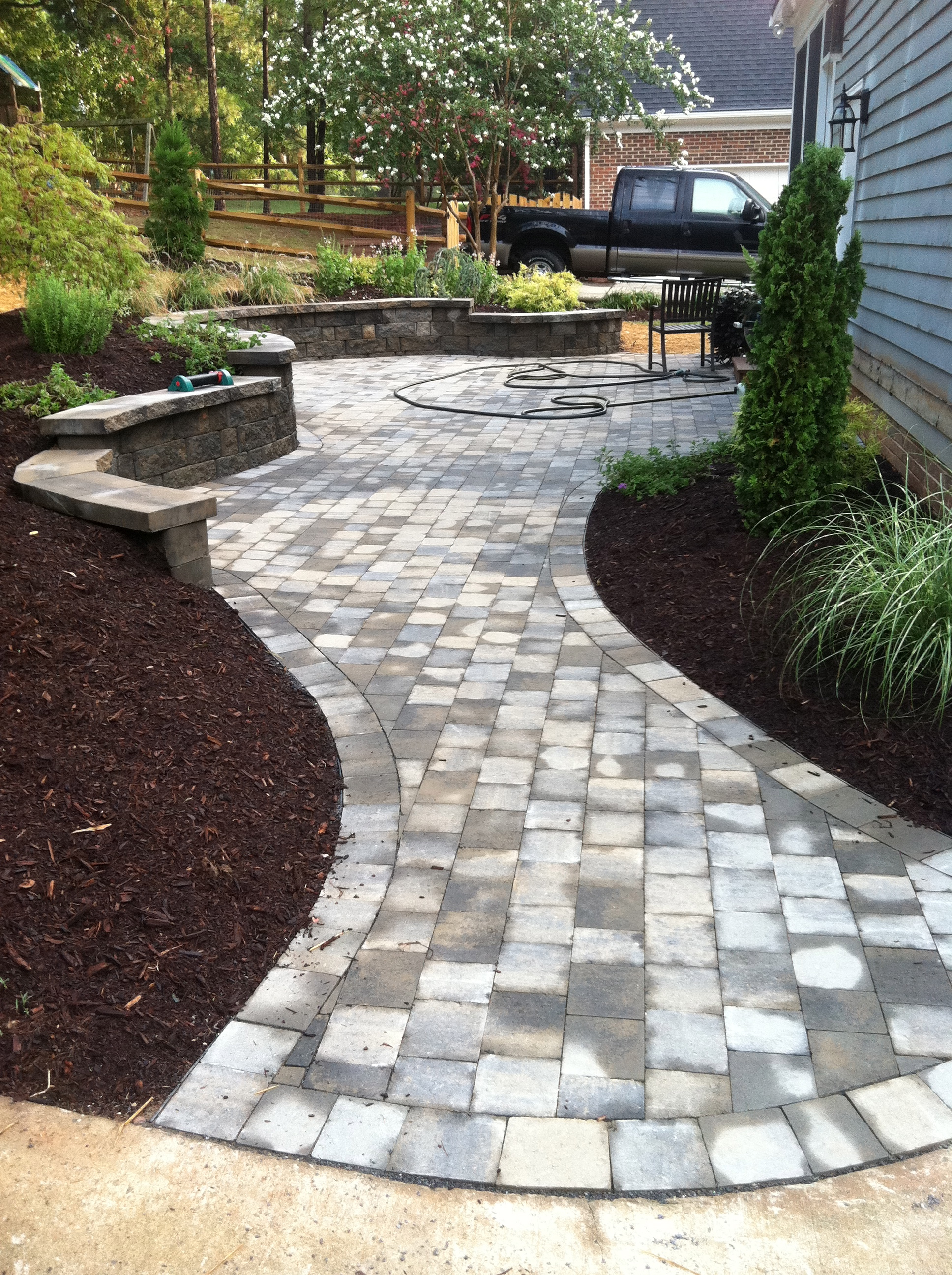 Paver patio walkway for Paving designs for small garden path